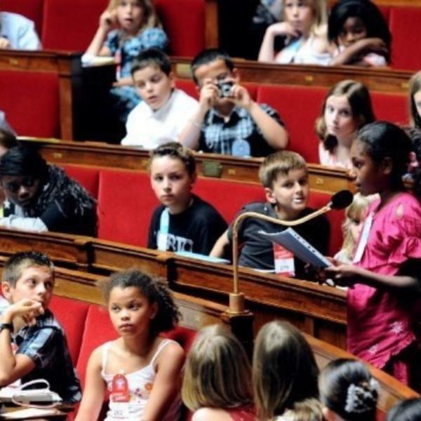 Jeunes dans les assemblées