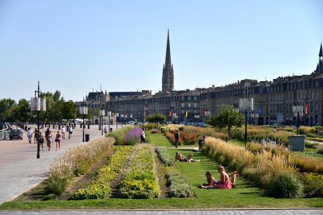Les quais - espace vert - à Bordeaux